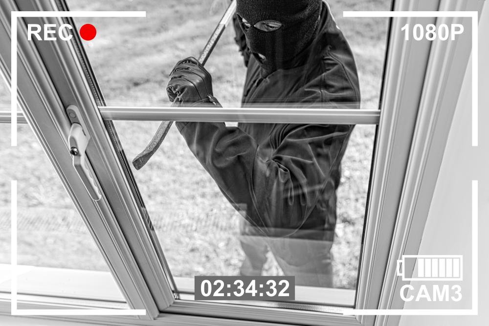 Überwachungskameras filmen Einbruchversuch an der Terrassentür