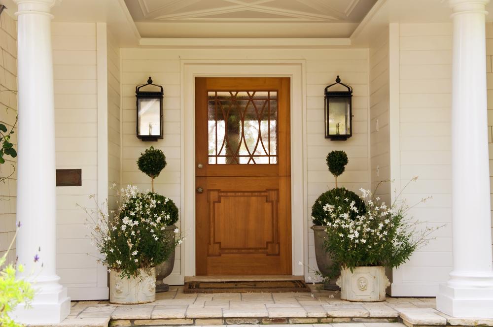 Glaselemente von Haustüren mit Sicherheitsfolie einbruchsicher machen